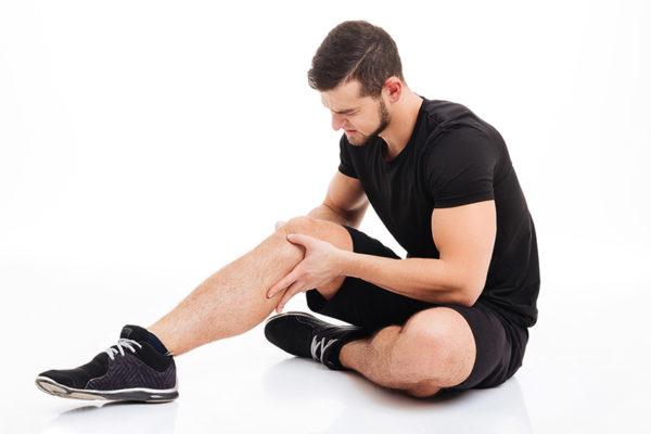 أسباب ألم الركبة عند الشباب